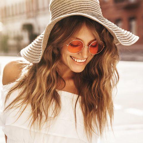 Haarpflege im Sommer: Ein Sonnenhut schützt die Mähne vor Austrocknung!