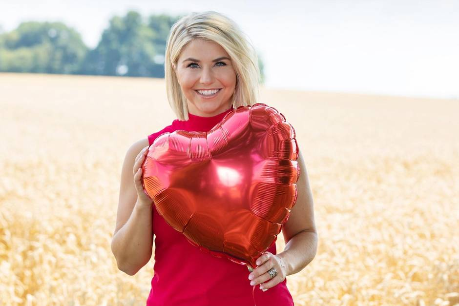 """Bei """"Schlager sucht Liebe"""" suchen Sänger und Sängerinnen die Liebe ihres Lebens. Moderiert wird die neue Doku-Soap von DSDS-Gewinnerin und Schlager-Star Beatrice Egli."""