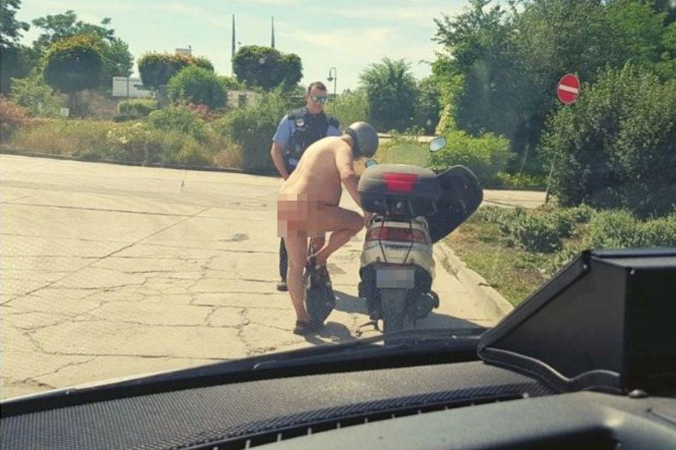 Die Polizistenin Brandenburg staunten nicht schlecht, als sie den nackten Rollerfahrer entdeckten