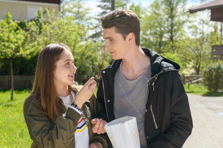 """""""Sturm der Liebe"""": Valentina (Paulina Hobratschk) und Fabienne (Lukas Schmidt)"""