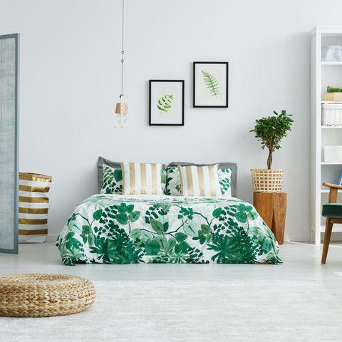 Schlafzimmer, Pouf, Sessel, Bett, Bilder