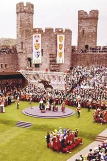 """Zur Amtseinführung vonCharles als """"Prince of Wales"""" sind 4000 Gäste in den Burginnenhof von Caernarfon Castle geladen."""