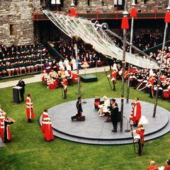 Vorsitzender des Planungskomitees für den Ablaufund die Gestaltung der Zeremonie istAntony Armstrong-Jones, Earl of Snowdon, der Ehemann von Prinzessin Margaret. Ihm ist auch das spektakuläre durchsichtige Dach zu verdanken, das sowohl Schutz bieten als auch bestmögliche Sicht gewähren sollte.