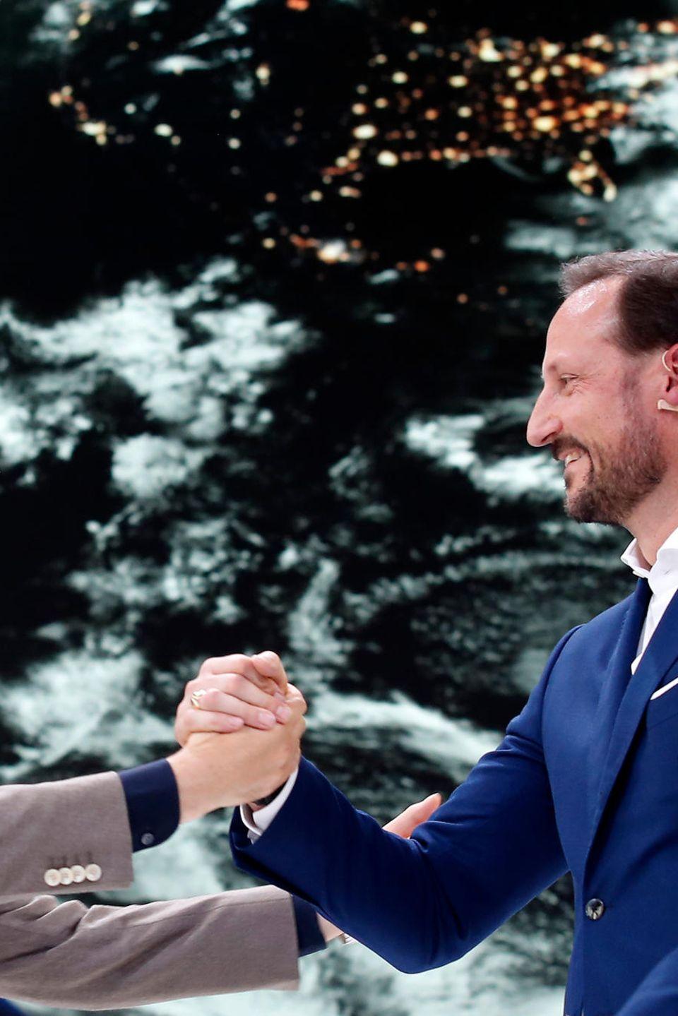 """Nico Rosberg und Prinz Haakon von Norwegen (r.) beim """"Greentech Festival"""" in Berlin."""
