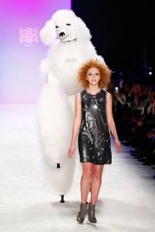 Im Januar 2015 richten sich alle Blicke nach Berlin. Anna Ermakova modelt für das Modehaus Riani und erobert den Catwalk.