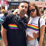 Topmodel Irina Shayk und Designer Riccardo Tisci ziehen gemeinsam über die Pride-Parade in New York.