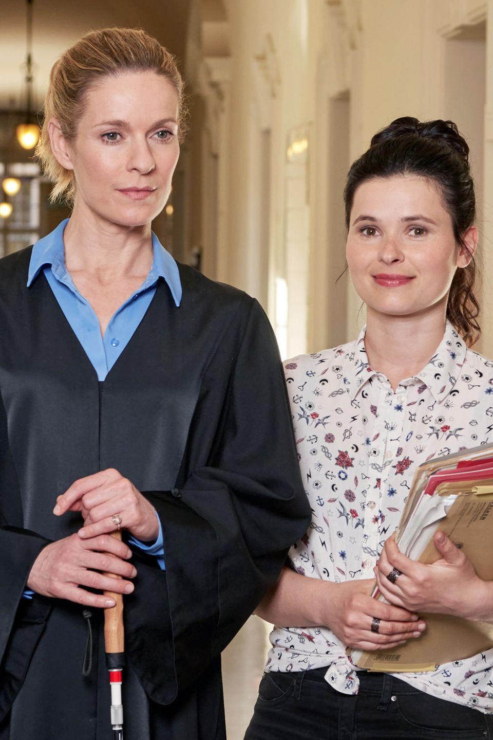 AnwältinRomy Heiland (Lisa Martinek (†)) und Anwaltsassistentin Ada Holländer (Anna Fischer)