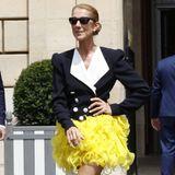 Oben 80's, unten Bibo: Céline Dion zeigt sich in einem Look, der wirklich alle Blicke auf sie zieht.