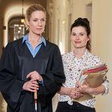 """In der ARD-Serie """"Die Heiland – Wir sind Anwalt"""" verkörpert Lisa Martinek die ambitionierte Anwältin Romy Heiland, die von Geburt an blind ist und in Berlin ihre erste eigene Anwaltskanzlei eröffnet.  Wie es jetzt mit der Fernsehproduktion weitergeht ist noch unklar."""