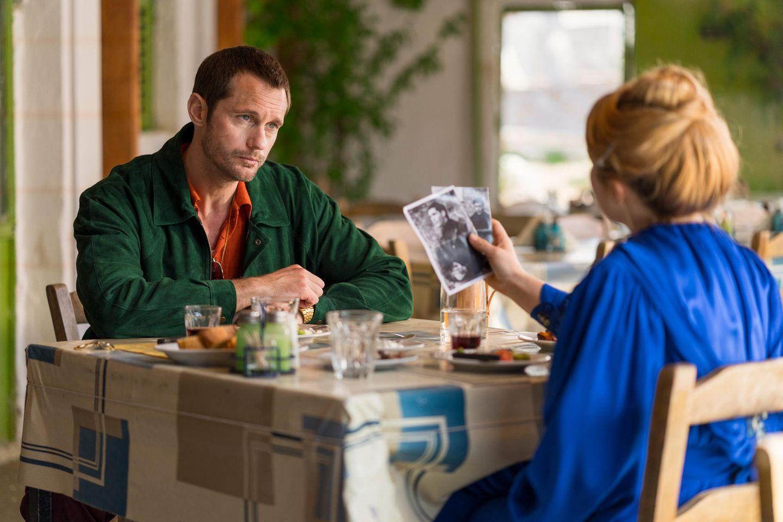 """Alexander Skarsgård und Florence Pugh (Lady Macbeth) in """"Die Libelle"""""""
