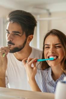 Tägliche Zahnpflege ist wichtig für den Erhalt der Zahngesundheit.