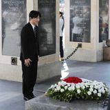 28. Juni 2019  Am Grabmal des unbekannten Soldaten legt Prinz Fumihito einen Blumenkranz nieder.