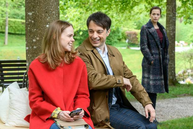 """""""Sturm der Liebe"""": Lucy (Jennifer Siemann), Robert (Lorenzo Patané) und Eva (Uta Kargel)"""