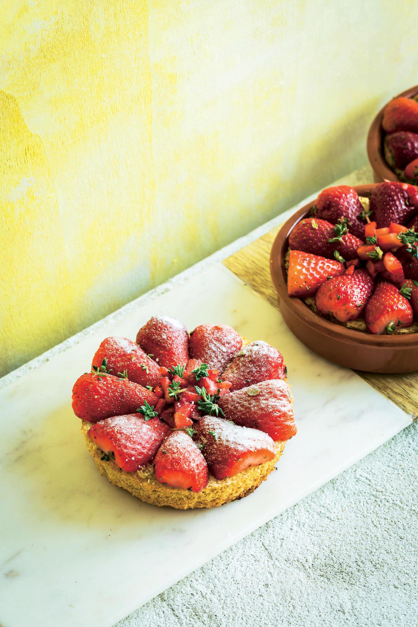 Erdbeer-Küchlein mit Thymian