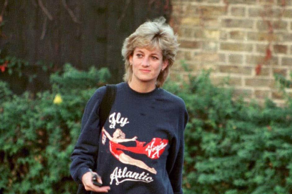 """Prinzessin trägt den """"Virgin""""-Pullover 1995 auf dem Weg zum Sport"""