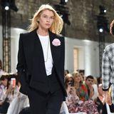 Stella Maxwell ist eines der Models, das die Kollektion für den kommenden Winter präsentiert.