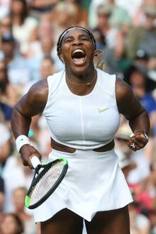 TennisspielerinSerena Williams beim Auftaktmatch gegen die Italienerin Giulia Gatto-Monticonein in Wimbledon.