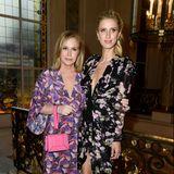 Kathy Hilton und ihre jüngere Tochter Nicky Hilton, verheiratete Rothschild, beweisen bei der Fashionshow von Giambattista Valli in Paris modisch-florale Eintracht.