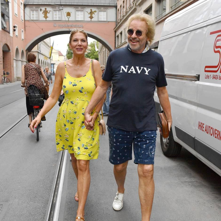 Mit seiner Karina flaniert er durch München