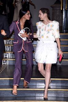 2. Juli 2019   Gut gelaunt nach der Vogue Party in Paris: Die Schauspielerinnen Leïla Bekhti und Marion Cotillard.