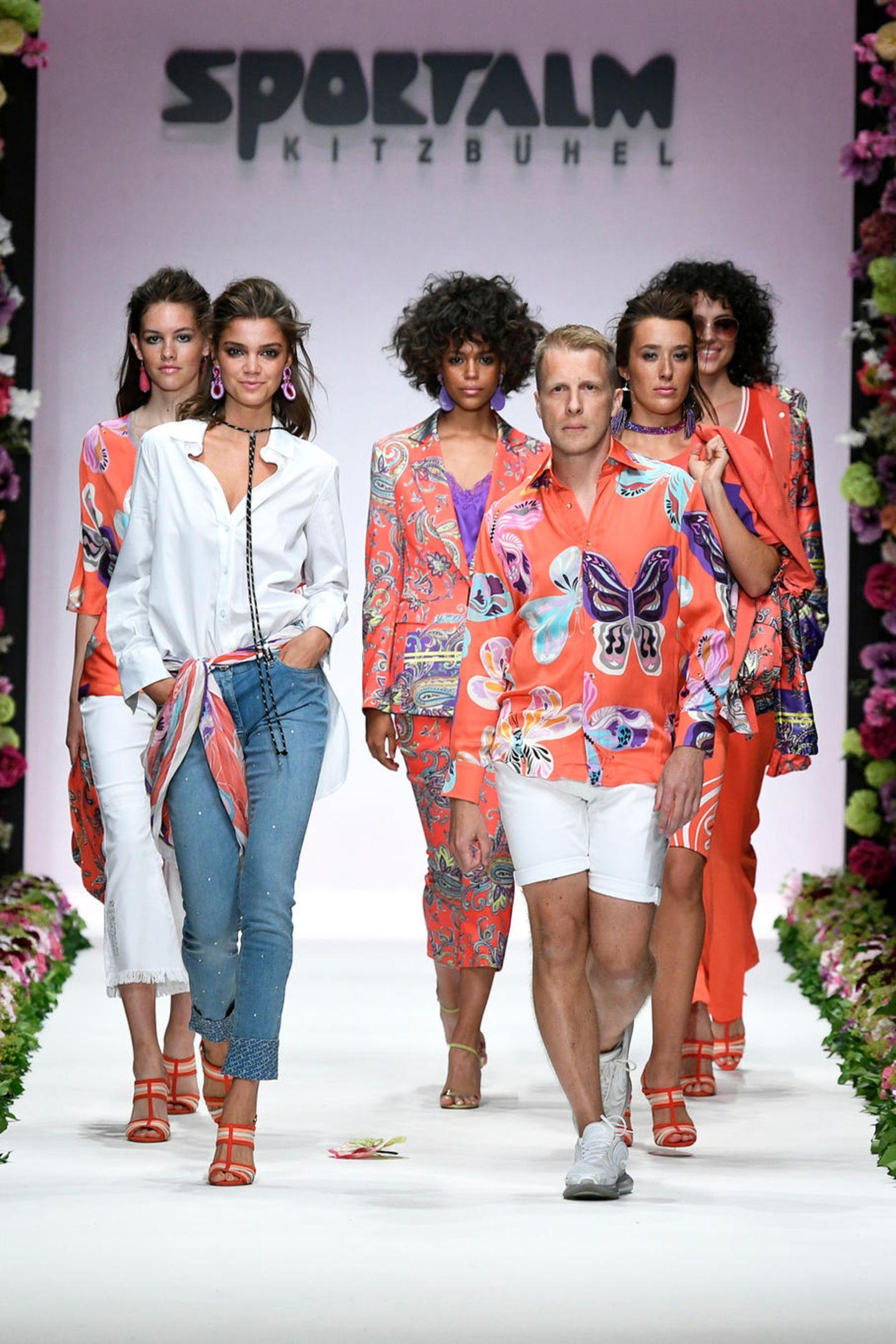 Überraschung auf dem Catwalk bei der Sportalm Show: Oliver Pocher mischt sich unter die Models.