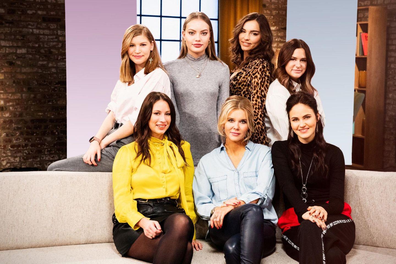 7 Töchter:V.l.: hinten: Lilith Becker, Cheyenne Ochsenknecht , Lili Paul, Lou Beyer; vorne: Caroline Bosbach, Laura Karasek, Elena Carrière