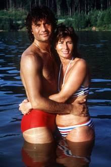 """Iris Klein: 1971 geben sich Costa und Ingrid Cordalis das Ja-Wort. Obwohl Costa Cordalis in seiner Biographie """"Der Himmel muss warten"""" verrät, dass die beiden auch schwere Zeiten hatten und sogar an eine Trennung dachten, hält ihre Liebe fast 50 Jahre lang."""