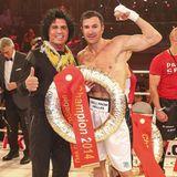"Costa Cordalis (†): Der Unterstützer: Als Lucas Cordalis 2014 an der TV-Show ""Promi Boxen"" teilnimmt, feuert Costa Cordalis seinen Sohn an. Mit Erfolg, schließlich stieg Lucas als Sieger aus dem Ring."