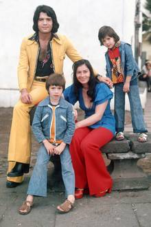 """Iris Klein: Mit seiner Ehefrau Ingrid hat der Schlagerstar drei Kinder: Lucas, Angeliki """"Kiki"""" und Eva Cordalis."""