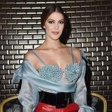 """Neben Victoria ist auch """"Miss Universe 2017"""", Iris Mittenaere, zu der Schau von Jean Paul Gaultier gekommen."""