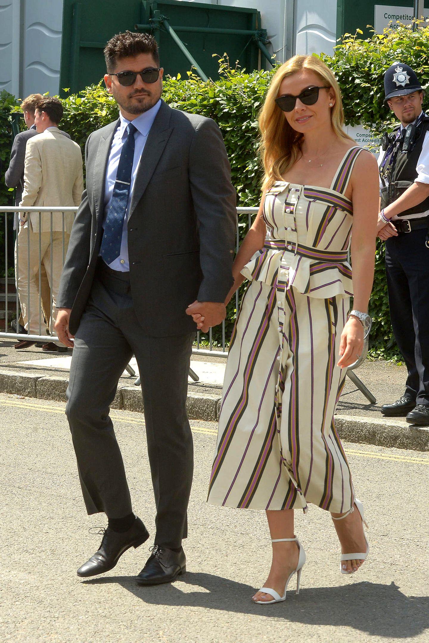 1. Juli 2019  Maler Andrew Levitas und seine Ehefrau, dieMezzosopranistin Katherine Jenkins freuen sich auf das renommierte Tennisturnier.