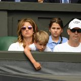 2. Juli 2019  Spaß sieht anders aus: Roger FederersEhefrau Mirka und Sohn schmollen um die Wette.