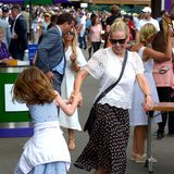 2. Juli 2019  Amzweiten Wimbledon-Tag amüsiert sich Komikerin Chelsea Handler vor der Arena.
