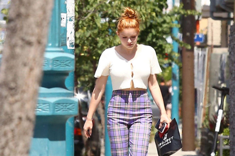 Bei einem Shoppingbummel Anfang Juli 2019 ist Serienstar Ariel Winter kaum wiederzuerkennen.