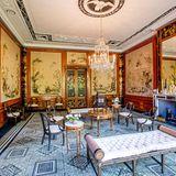 Zeitreise: Die antiken Möbel und der gut erhaltene Wandschmuck laden zum Verweilen ein.