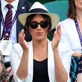 4. Juli 2019  Die Frau von Prinz Harry feuert ihre gute Freundin Serena Williams an, die auf dem Platz steht.