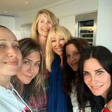Courteney Cox ist dankbar, den Independence Day mit ihren besten Freundinnen feiern zu können. Mit dabei sind natürlich auch Jennifer Aniston, Jennifer Meyer und Laura Dern.