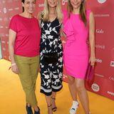 G+J e MS Fashion Brunch: GZSZ-Schauspielerin Ulrike Frank, Tanja Bülter und Annett Möller posieren auf dem gelben Teppich.