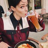 """""""Nur ein leichter deutscher Snack"""", postet Coco Rocha scherzend. Zur Zeit der Aufnahme befindet sich das kanadische Model in Berlin."""