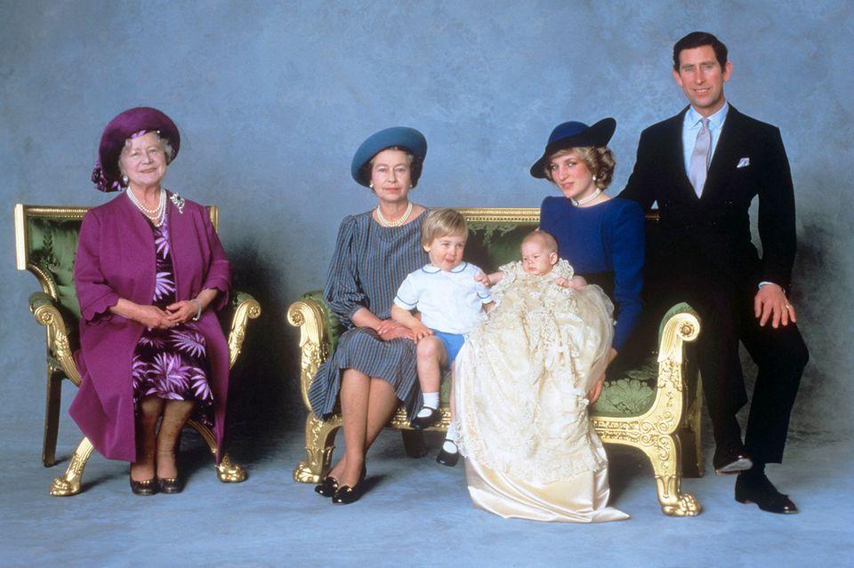 Queen Mum, Queen Elizabeth, Prinz William, Prinz Harry, Prinzessin Diana, Prinz Charles