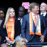 7. Juli 2019  Zusammen mit seinen Töchtern Prinzessin Ariane (l.) und Prinzessin Amalia drückt König Willem-Alexander seiner Fußballmannschaft im Finale der Frauen-WM in Lyon ganz fest die Daumen.