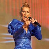 Beim British Summer Time Hyde Park Festival rockte Céline Dion am Vorabend der Pride Parade in London die Bühne. Ihr Look war dabei genauso überwältigend wie ihre unverkennbare Stimme: Die Sängerin trug einen blauen Einteiler mit großen Puffärmeln.