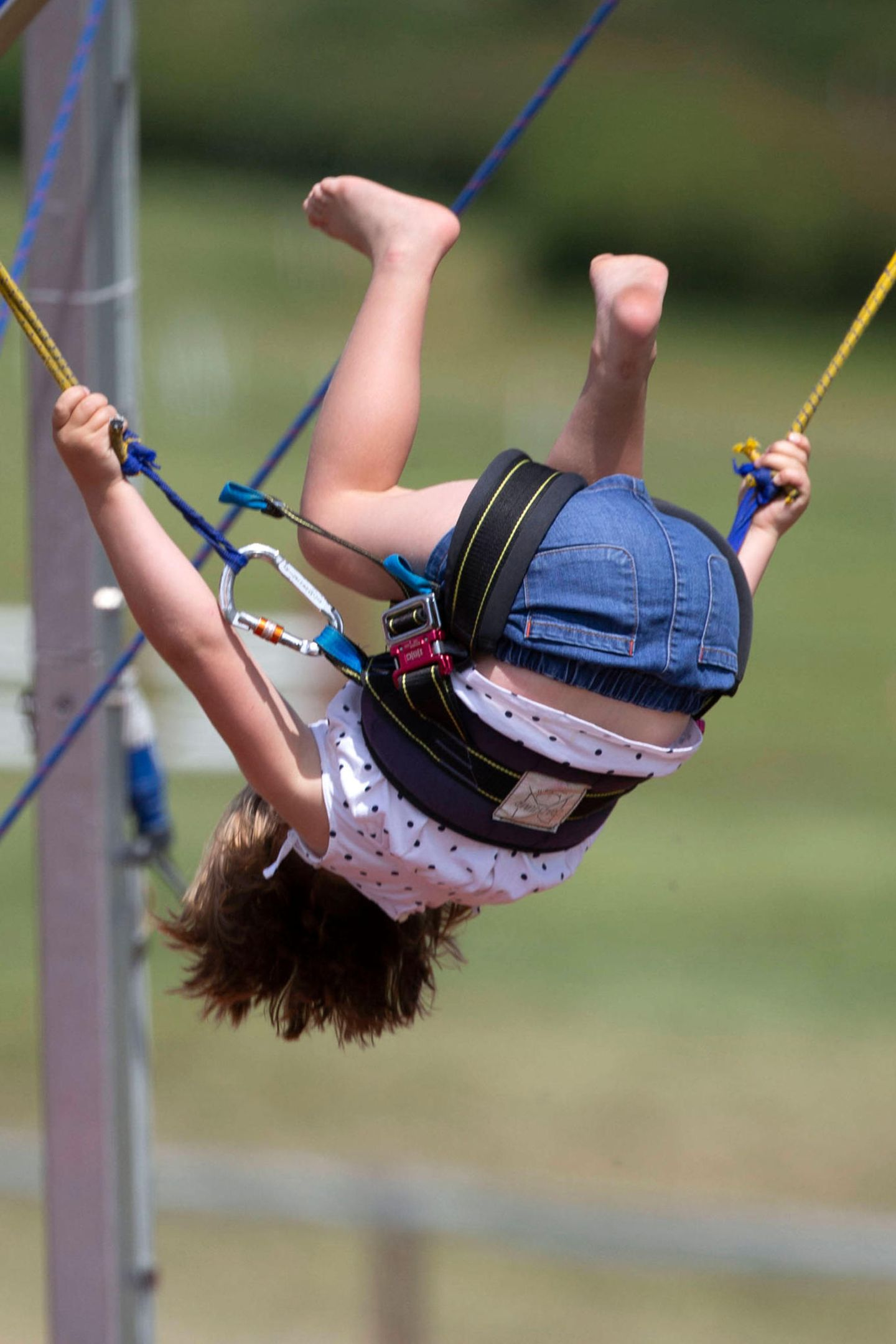 7. Juli 2019  Und nicht nur Hüpfen kann Mini-Royal Mia, ein Salto gehörtauf dem Trampolin schon dazu.