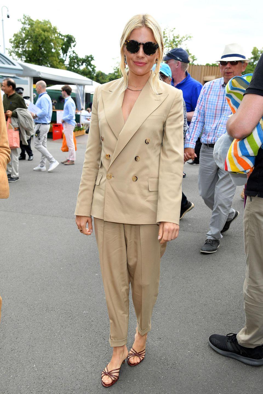 Sienna Miller gibt sich bei ihrem Besuch in Wimbledon ganz seriös.