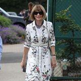 Auch Vogue-Chefin Anna Wintour hat einLächeln für die Wimbledon-Fotografen übrig.