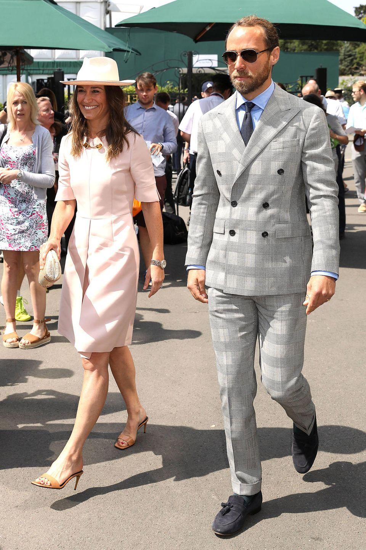 Familie komplett! Zuerst besuchte Herzogin Catherine den Centre Court, dann ihre Eltern Carole und Michael. Am achten Tag von Wimbledon sind dann Kates Geschwister Pippa und James Middleton an der Reihe.