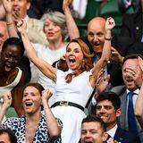 Spice-Girl Geri Horner jubelt begeistert, als das neue Wimbledon-Wunderkind, die erst 15-jährige Cori Gauffihren Einzug ins Achtelfinale feiern kann.