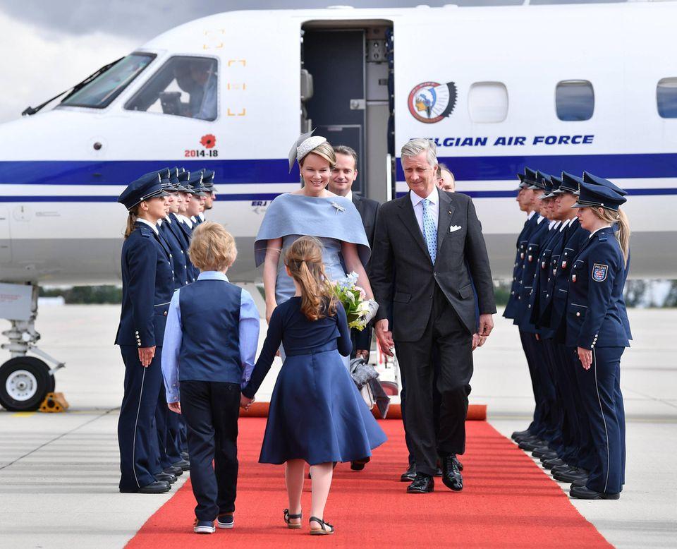 9. Juli 2019  Königin Mathilde und König Philippe werden bei ihrer Landung am Flughafen Erfurt-Weimar im Rahmen ihres Thüringen Besuchs in Empfang genommen.