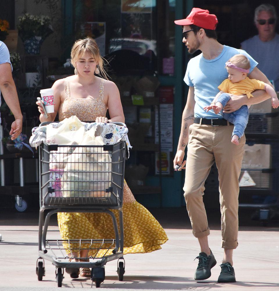 Familienausflug in den Supermarkt: Mit ihrem PartnerMatthew Koma und der gemeinsamen Tochter Banks geht es für Hilary Duff in Los Angeles zum Einkaufen.