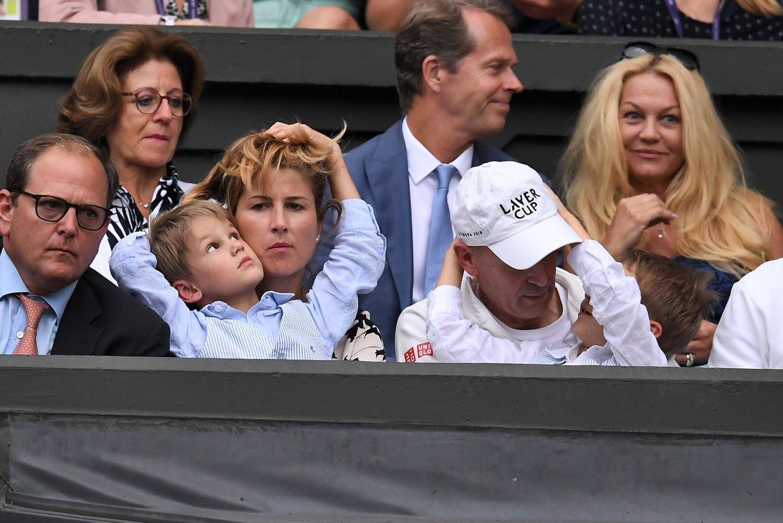 8. Juli 2019  So ein Tennismatch kann sich allerdings aus Sicht eines Kindes ganz schön in die Länge ziehen. Zum Glück hat Mama Mirka lange Haare, die während des Achtelfinales zum Spielen einladen.